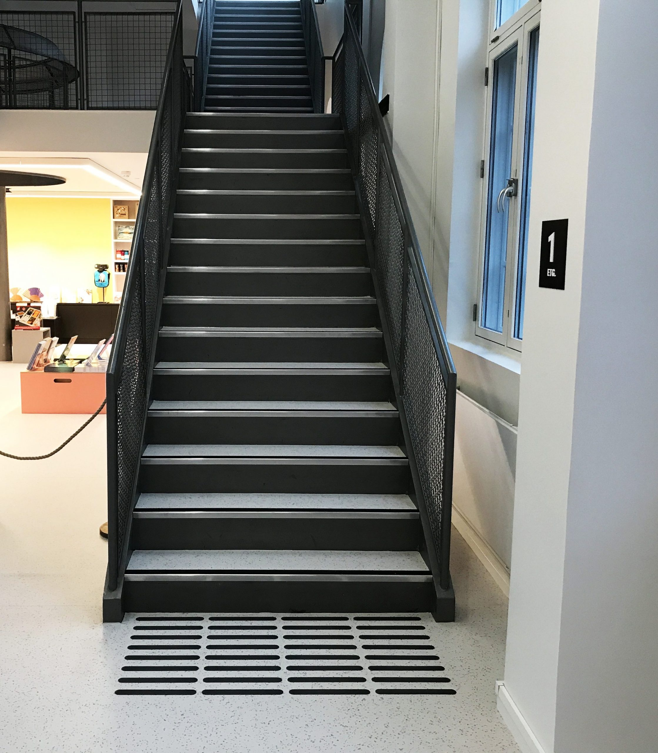 Oppmerksomhetsfelt på bunnen av trapp